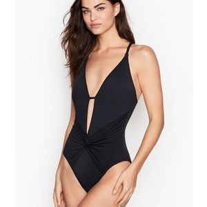 La Blanca Twist Front One Piece Swimsuit NEW $119